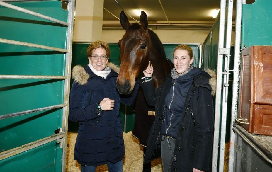 Trafen als erste in Frankfurt ein: Trainerin Heike Kemmer (Mannschafts-Olympiasiegerin 2008), NÜRNBERGER BURG-POKAL-Finalist Dr. Best und Reiterin Nicole Kirschnick. (Foto: Karl-Heinz Frieler)