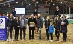 Siegerehrung mit allen Sponsoren und der Vereinsvorsitzenden Christiane Rittmann für den RV Heiden, Gewinner der Mannschaftsprüfung in Gahlen. (Foto: Fotodesign Feldhaus)