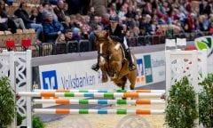 Romy Rosalie Tietje und Marylin haben das Pony-Championat der Pferdestadt Neumünster im Preis der Bäckerei Tackmann gewonnen. (Foto: Stefan Lafrentz)