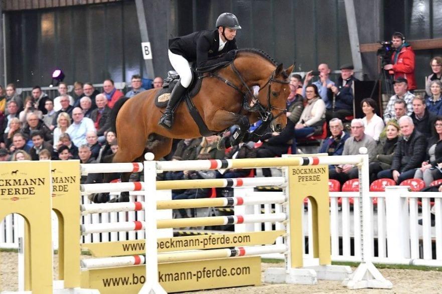 Hinterließ mächtig viel Eindruck bei der Hengstschau der Böckmann Pferde GmbH: Böckmann`s Lord Pezi Junior mit Marco Kutscher. (Foto: Kiki Beelitz)