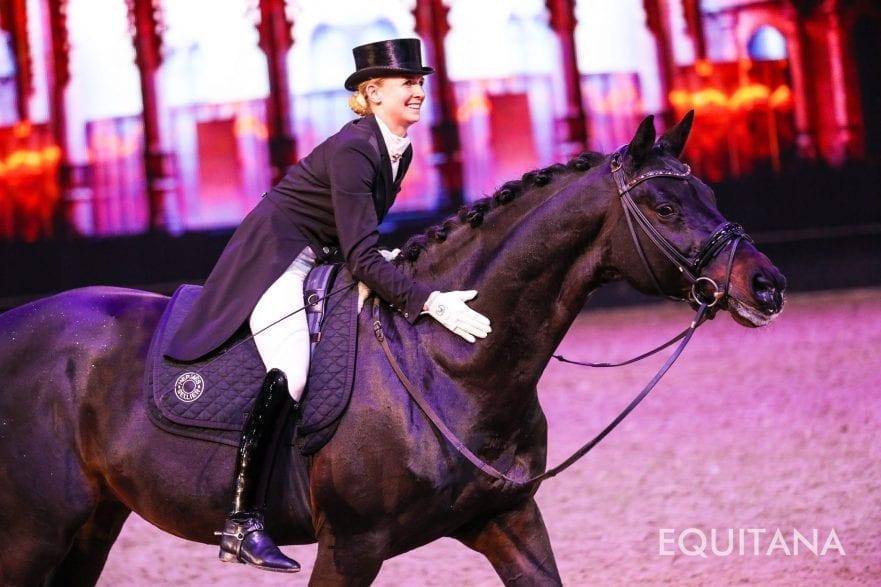 Jessica von Bredow-Werndl mit dem Hengst Unee BB(EQUITANA/Frederike Scheytt)