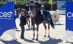 Glückwünsche für den Seriensieger Mariano Martinez Bastida, hier mit der Stute Beaute de Berni. (Foto: Frank Fotistica)