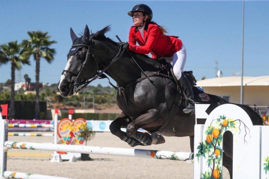 Der spanischen Vizemeisterin Laura Roquet Puignero und ihrem Spitzenpferd Sandi Puigroq gelang in Valencia ein perfekter Jahresauftakt. (Foto: Frank Fotistica)
