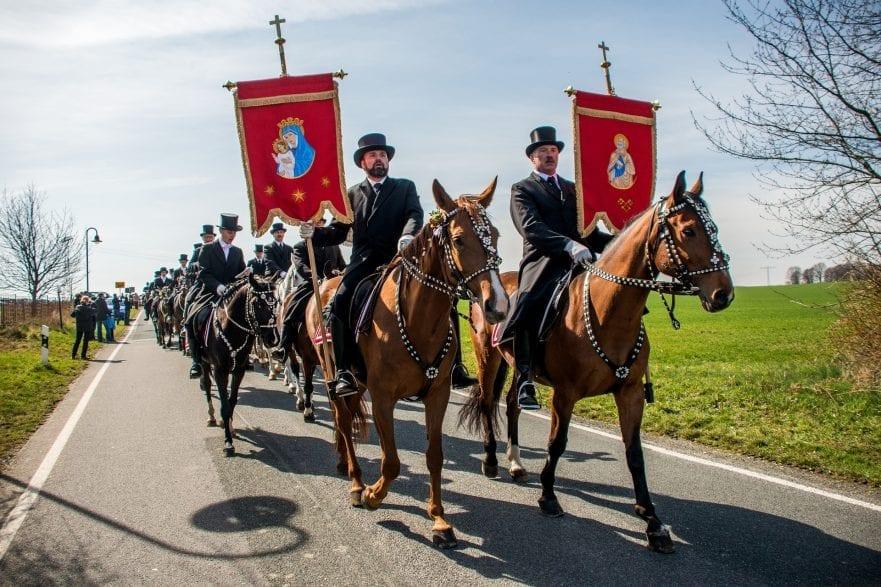 Die serbischen Osterreiter ziehen auch an diesem Ostersonntag wieder durch die Lausitz. (Foto: Pixabay)