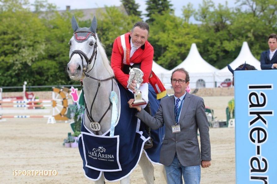 Grand-Prix-Sieger Manfred Scheid bei der feierlichen Prämierung  (Foto: iSPORTPHOTO)