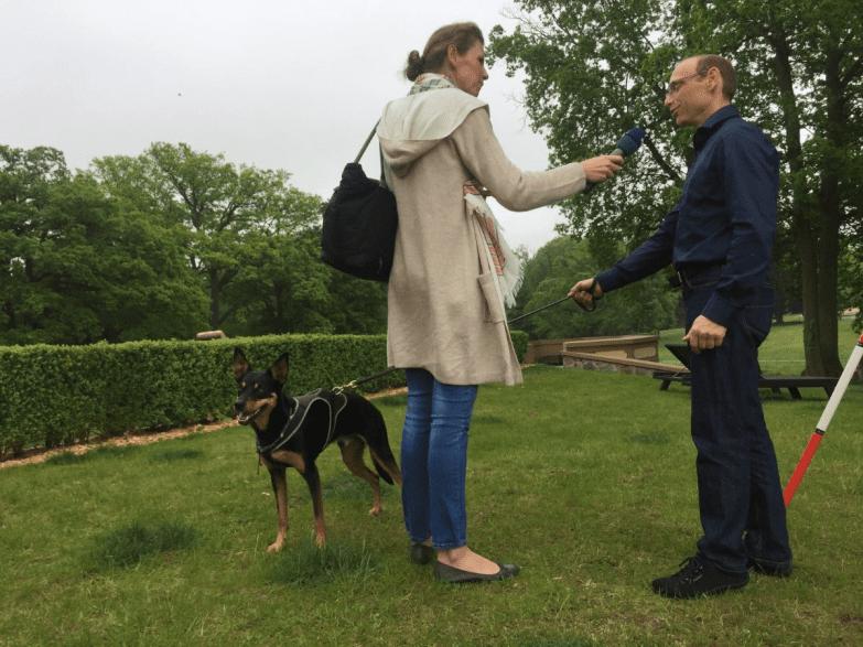Jörg Thenert mit Working Kelpie Scout im NDR-Interview zum Pferdefestival Redefin. (Foto: MB/ Kerstan-Medien)