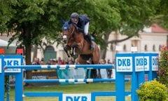 DKB-Team Athlet David Will und Spring Dark gewannen den Großen Preis der Deutschen Kreditbank AG beim Pferdefestival Redefin. (Foto: Stefan Lafrentz)