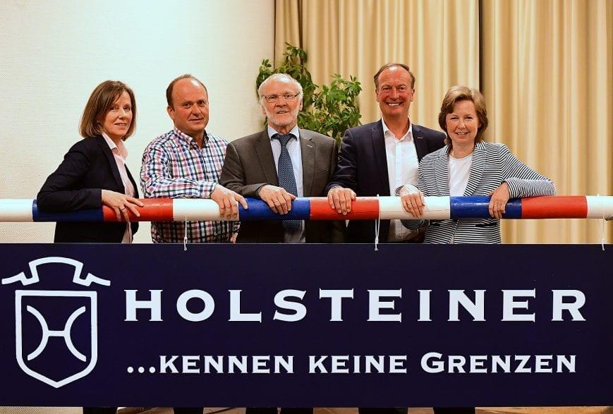 Der neue Vorstand des Holsteiner Verbandes (v.l.): Kathrin Huesmann, Claus Delfs, Hinrich Köhlbrandt, Thomas Voss und Carmen Hinrichs-Bockmeyer. Foto: Bugtrup