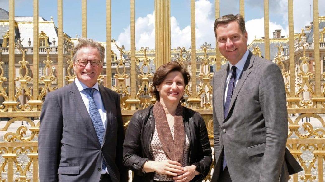 Frankreichs Sportministerin Roxana Maracineau stellte in Versailles mit dem Parlamentarischen Staatssekretär Stephan Mayer (rechts) und CHIO Aachen-Turnierleiter Frank Kemperman Frankreich als Partnerland 2019 vor.
