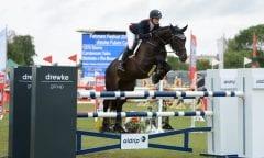 Beliebt auch beim sportlichen Nachwuchs -  das Fehmarn-Pferde-Festival. Hier Teike Carstensen mit Starrio 2018. (Foto: J. Widder)