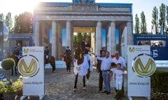 STAUT, Kevin (FRA), For Joy van't Zorgvliet HDC, WULFF Volker (Veranstalter), SCHWINDINGER Ralf (Direktionsleiter Berlin DVAG), GEILFUSS Christoph (DVAG Marketing) Berlin - Global Jumping Berlin 2019 Siegerehrung CSI5* - Preis der Deutsche Vermögensberatung AG - DVAG GCL Team-Wettbewerb, 1. Runde  Springprüfung nach Strafpunkten und Zeit für Teams und Einzelreiter, international 26. Juli 2019 © www.sportfotos-lafrentz.de/Stefan Lafrentz