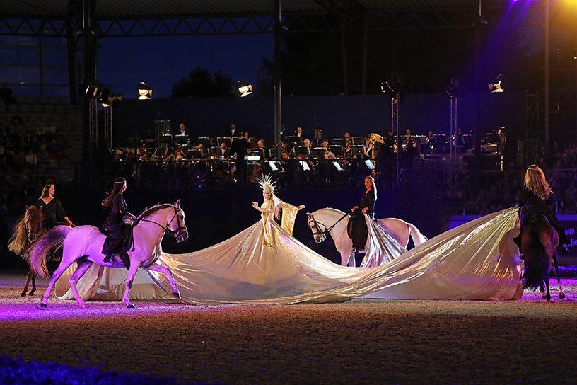 Die Reiterinnen der fantastischen Grandes Ecuries de Chantilly. Das Bild steht Ihnen hier in hoher Auflösung zum download zur Verfügung. Es kann in Zusammenhang mit dieser Pressemitteilung rechtefrei verwendet werden (Foto: CHIO Aachen/ Andreas Steindl)