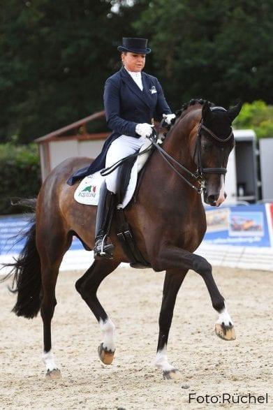 Dorothee Schneider und der elf Jahre alte Hannoveraner Faustus gewannen den Grand Prix Special bei Verden International.