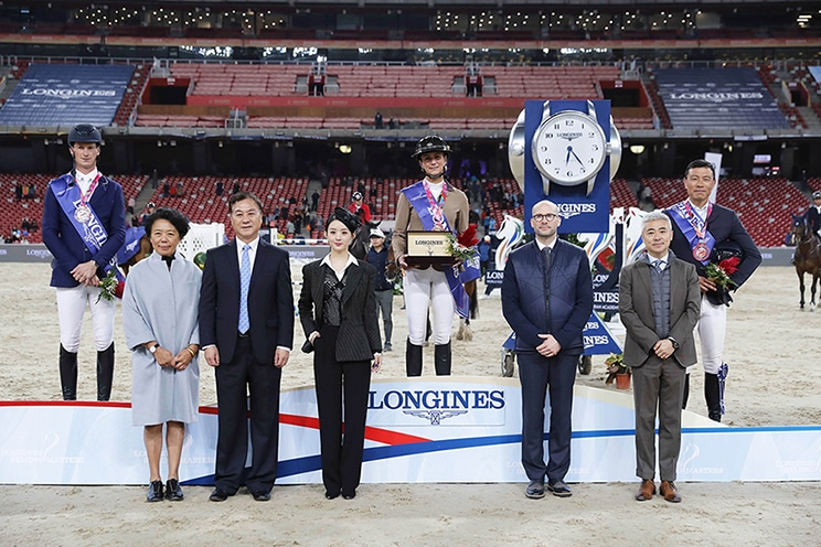 The winners are congratulated by (f.t.l.) Jing Li (President Dashing Equestrian), Xiaoning Zhang (President Chinese Equestrian Association), Longines Ambassador Liying Zhao, Matthieu Baumgartner (Longines Vice President Marketing) and Dennis Li (Vice President Longines China). Picture: Stefano Grasso.