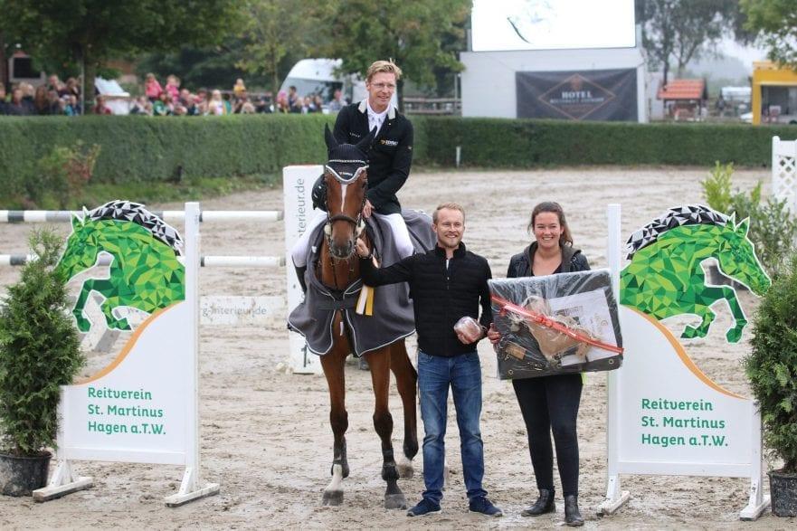 Der Sieger im Großen Preis des Benefizturniers: Tim Rieskamp-Goedeking mit Chico Bonito im Parcours. © Foto Sina Müller