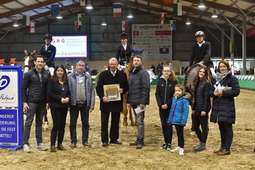 Das Siegerteam vom ZRFV Heiden und die Gratulanten in Gahlen. (Foto: M.Große-Feldhaus)