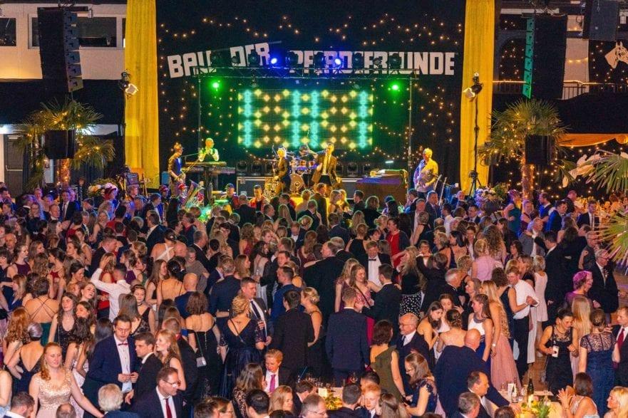 Rund 5.500 Gäste feierten ausgelassen beim 21. Ball der Pferdefreunde in Neumünsters Holstenhallen. (Foto: Ostseefotograf/ Hansen)