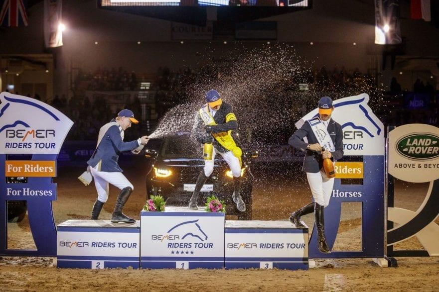 Das Top-Trio der BEMER Riders Tour 2019/ 20120 feierte im Februar in Neumünster: v.l. Mario Stevens (2.), Gesamtsieger Nisse Lüneburg und Patrick Stühlmeyer (3.). (Foto: Stefan Lafrentz)
