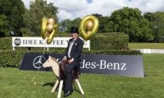 Albert Darboven ließ es sich auch in Corona-Zeiten nicht nehmen, diesen ungewöhnlichen 100. Geburtstag des Deutschen Spring- und Dressur-Derby präsentiert von IDEE KAFFEE zu feiern. Foto: Thomas Hellmann