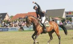 Kommt auch 2020 wieder nach Fehmarn: Hans-Thorben Rüder (Greven) mit Compagnon. Das Paar siegte im Großen Preis des Kaufhauses Stolz 2019. (Foto: Brüske)