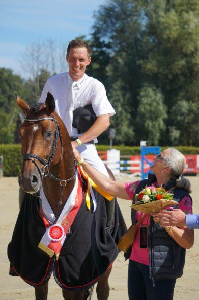 Überragender Sieger der fünfjährigen Springpferde: Coros Bildnachweis: Westfälisches Pferdestammbuch e.V..