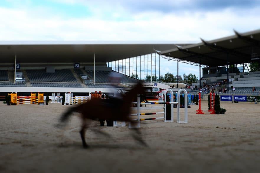Maximal 300 Zuschauer sind im Deutsche Bank Stadion zugelassen, wenn sich beim Aachen International Jumping am ersten September-Wochenende die Weltelite der Springreiter trifft. Foto: Aachen International Jumping