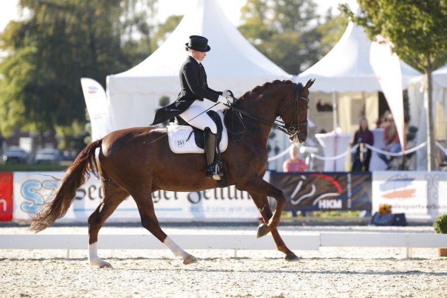 In der abschließenden Kür genügte Ninja Rathjens und De Nino Platz zwei für den Titelgewinn in der Landesmeisterschaft Dressur SH/ HH. (Foto: Tierfotografie Huber)
