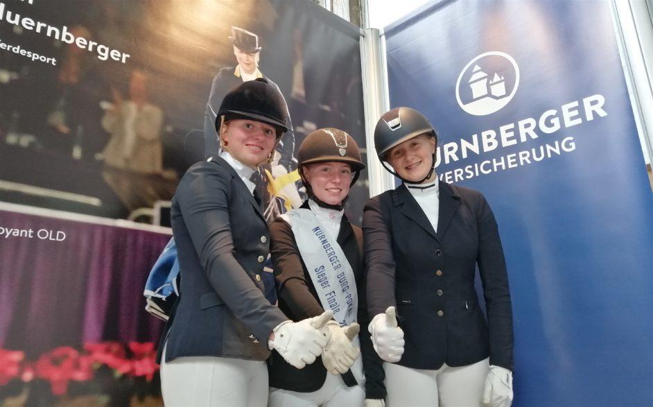 atharina von Buchwaldt, Carlotta Müller und Lilli Ellen Seidel (v.li.) waren 2019 das Top-Trio im NÜRNBERGER Burg-Pokal der norddeutschen Junioren. (Foto: Pegamo.de/ Brüske)
