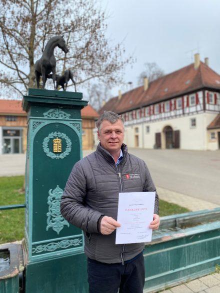 Dank und Anerkennung für 25 Jahre Dienst im Haupt- und Landgestüt Marbach: Pferdewirtschaftsmeister Herbert Strobel (Foto: Gille-Eberhardt)