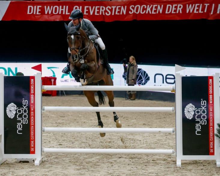 Philipp Weishaupt (GER) und Coby auf dem Weg zum Sieg im Neuro Socks Masters bei der Neuro Socks Amadeus Horse Indoors.© EQWO.net