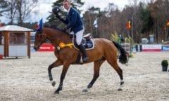 Fröhlicher Sieger aus Nienburg - Carsten Biermann gewann die Hauptprüfung des ersten Turniertages beim CSI Luhmühlen Spring Tour mit Suncelina. (Foto: moinmoindesign/Kleiner Georg)