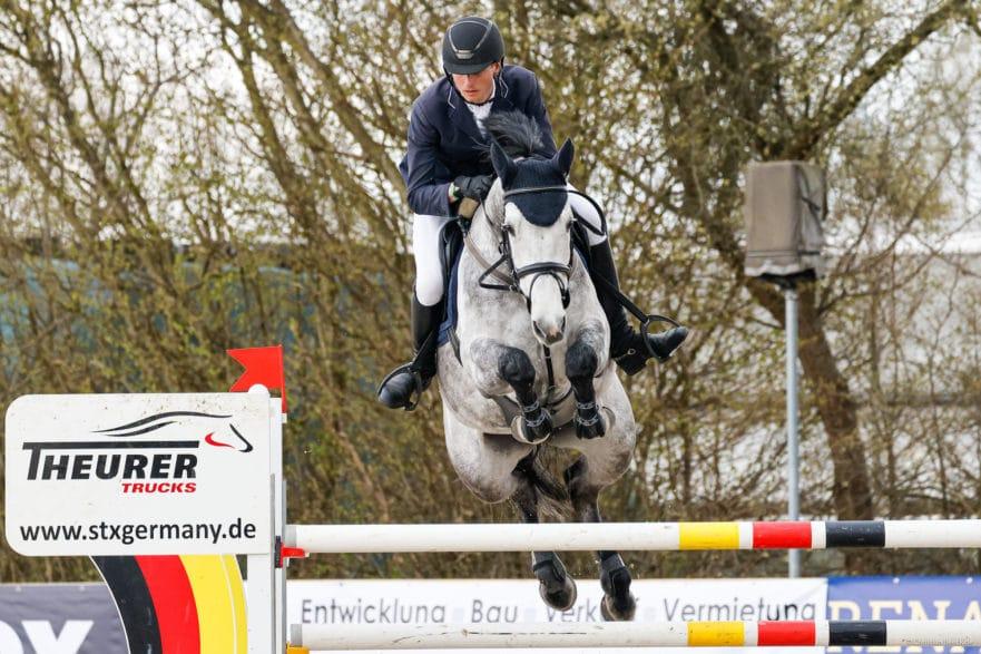 Kam, sah und gewann die Große Tour am Samstag in Ehlersdorf: Simon Heineke vom Wedeler Moorhof mit der Stute Early bird. (Foto: Fotografie CB)