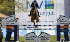 Shooting-Star Richard Vogel mit Ride Smart Never Walk Alone - bei der 2. Etappe der BEMER Riders Tour in Redefin. (Foto: Stefan Lafrentz)