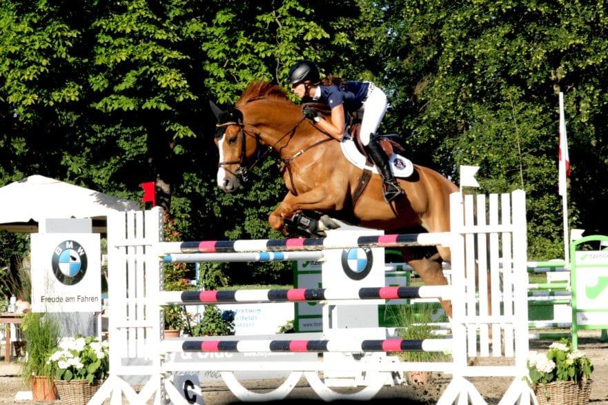 Sport pur für die Amateure und auch Profis wie hier Miriam Schneider steht im Mittelpunkt der Breitenburger Reitertage 2021. (Foto: Brüske)