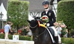 Stolze Siegerin mit Del Estero NRW und zugleich mit DSP Cosmo Royale auch noch Dritte auf dem Schafhof - Sophie-Luisa Duen aus Bad Oeynhausen trumpfte beim Jugendfestival mit ihren Ponys auf. (Foto: S. Wegener/ equitaris)