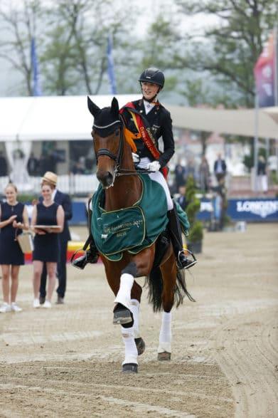 Ellen Richter und Vinay gewinnen Kür-Gold. Foto: Lafrentz