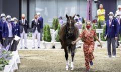 Lara de Liedekerke-Meieer (BEL) präsentiert heute Alpaga d'Arville bei der 1. Verfassungsprüfung bei den Olympischen Spielen 2020 in Tokio in Baji Koen. (FEI/Libby Law)