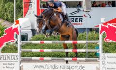 Mit der Note 9,3 ganz vorn - Antonia-Selina Brinkop und Nachwuchspferd Caillan beim CSE Ehlersdorf. (Foto: Fotografie C.B.)