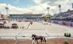 Amerikas Adrienne Lyle und Salvino bei der Dressurpferdeprüfung heute im atemberaubenden Baji Koen Equestrian Park, wo morgen früh die Reitveranstaltungen der Olympischen Spiele 2020 in Tokio mit dem Dressur Grand Prix beginnen. (FEI/Christoph Taniere)
