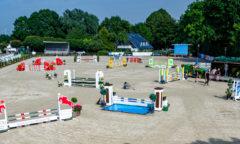 Vorbereitung auf den Höhepunkt der Turnierserie CSE Ehlersdorf: Drei S-Springen mit dem Großen Preis als Highlight finden auf den Reitanlage Naeve in Ehlersdorf am Sonntag statt. (Foto: Fotografie C.B.)