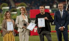 ALRV-Aufsichtsrat Dr. Thomas Förl (rechts) gratuliert der Siegerin Diana Wahl (2.v.l.) sowie Franzsika Sack und Andreas Steindl Foto- CHIO Aachen/ Michael Strauch