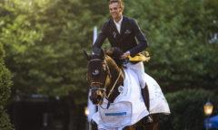 Freute sich über seinen Sieg im Preis der Bremer AG: Konstantin E. van Damme (BUL) mit Aconda Foto: ©JohannaMilsePhotography.com