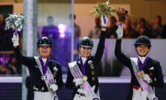 Jessica von Bredow-Werndl (mi.) ist neue Europameisterin der Dressur, Isabell Werth un Cathrine Dufour holten Silber und Bronze. (Foto: Stefan Lafrentz)