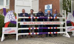 Vorfreude auf SH Holstein International (v.li.) Harm Sievers, Roland Metz, Springreiter Jan Meves, Friedrich Dehn und Thomas Voß. (Foto: Brüske)